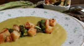 Crema di asparagi con punte saltate al burro