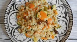 Insalata di orzo perlato con verdurine al tikka masala