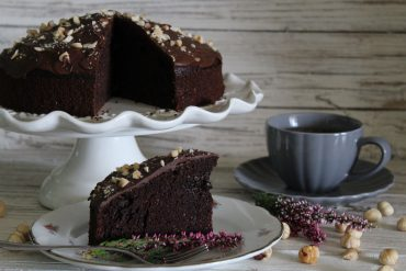 Torta morbida al cacao e nocciole