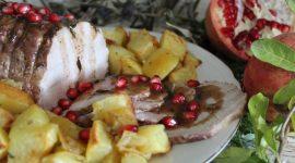 Arrosto al rosmarino e santoreggia con salsa al vino rosso e melagrana