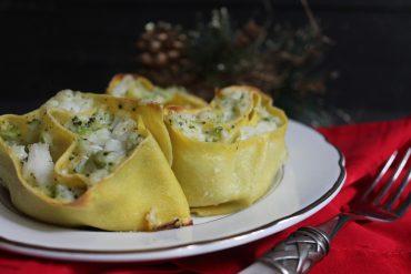 Rose di sfoglia ripiene di baccalà e broccoli