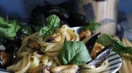 Linguine con le cozze al basilico e pangrattato