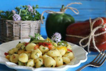 Chicche di patata ai peperoni ed erbe aromatiche