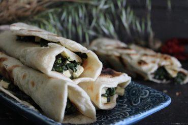 Gözleme – pane turco ripieno di spinaci e formaggio piccanti
