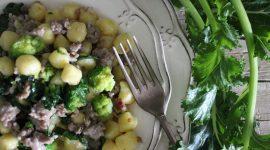 Chicche di patata con impasto di salame e cime di rapa