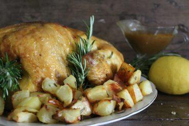 Pollo al forno della domenica con salsina di accompagnamento da urlo