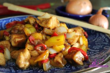 Pollo piccante ai peperoni e cipolle